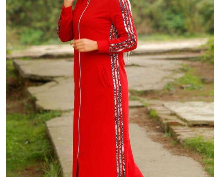 صورة عباية رياضية كاجوال مقفولة باللون الأحمر تلائم المحجبات