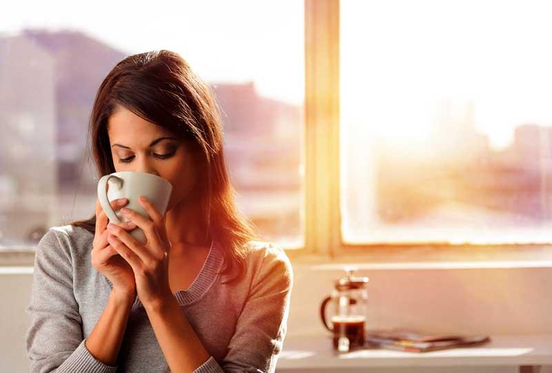 ملمس فنجان القهوة يؤثر في مذاقها