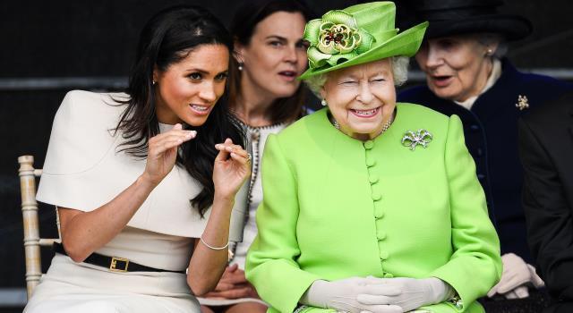 ملكة بريطانيا تفكر في طرد الأمير هاري وميغان ماركل من العائلة