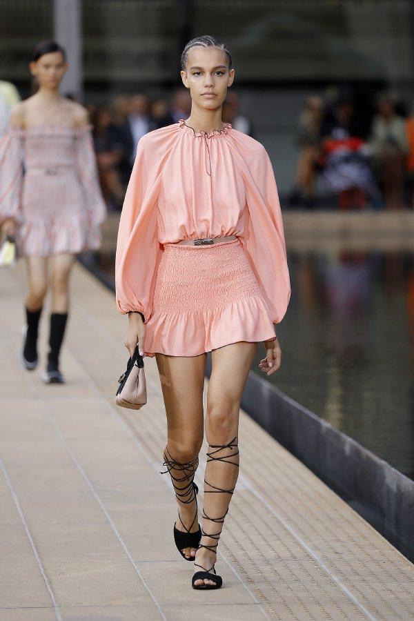 عرض أزياء لونشان لربيع وصيف 2020
