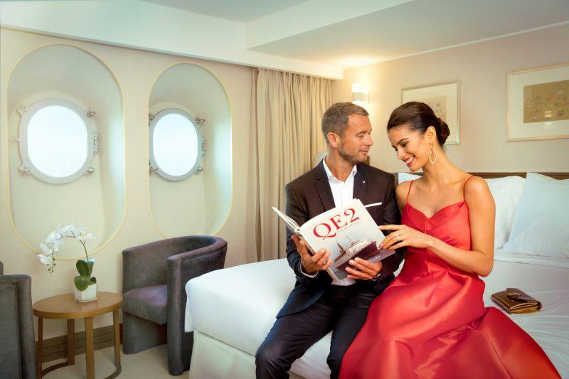 """ترسو سفينة """"الملكة إليزابيث 2"""" في ميناء راشد في دبي بشكلٍ دائمٍ وهي عبارة عن فندقٍ عائمٍ يشكل وجهة مثالية لمختلف الفعاليات. وبمناسبة عيد الحبّ، ستستضيف وجبة برانش عائلية مميّزة وتنظّم أمسية رومانسية بامتياز في البحر بعنوان """"صوت الحبّ"""" يُقدّم خلالها عشاء مميز وعرض أوبرا حيّ."""