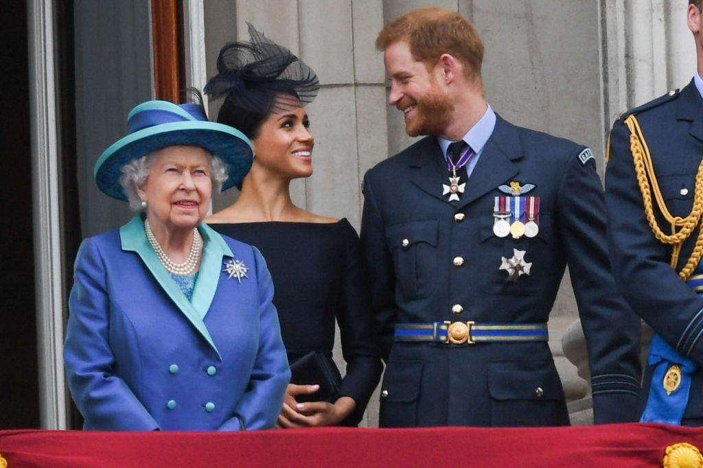 بيان ملكة بريطانيا عن انسحاب الأمير هاري وميغان ماركل من العائلة المالكة