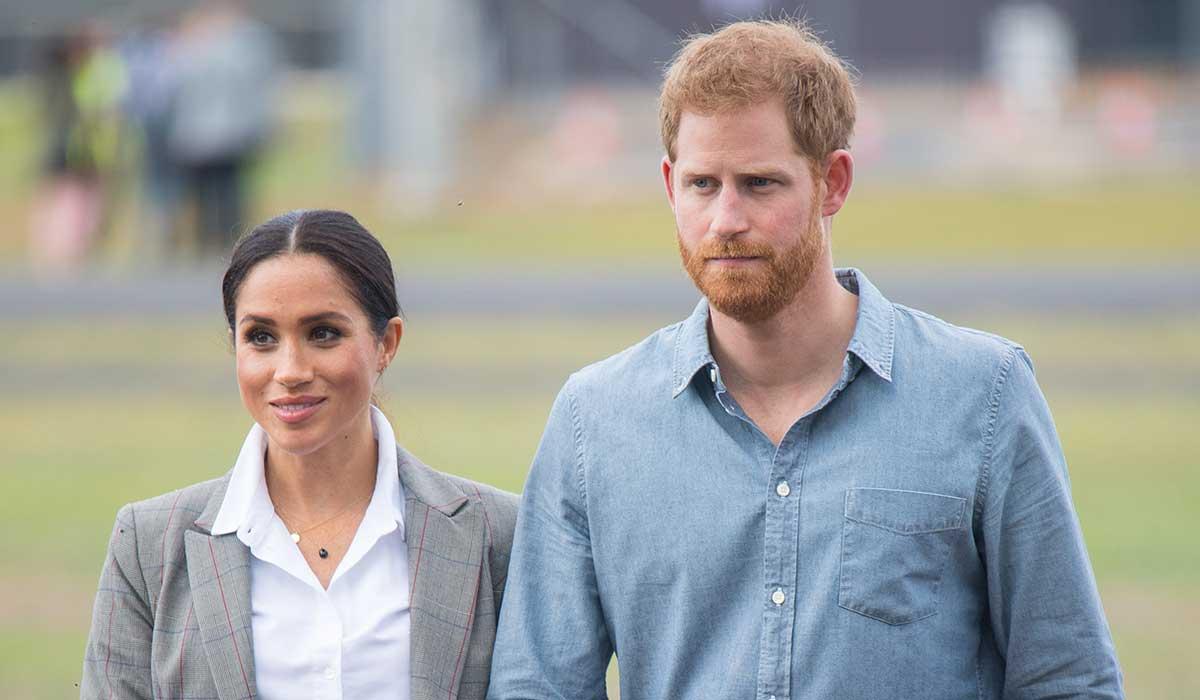 ملكة بريطانيا تسحب ألقاب الأمير هاري الملكية والعسكرية وتطالبه برد الملايين