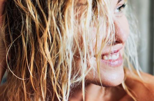 6 ماسكات وطرق لعلاج الشعر المتقصف