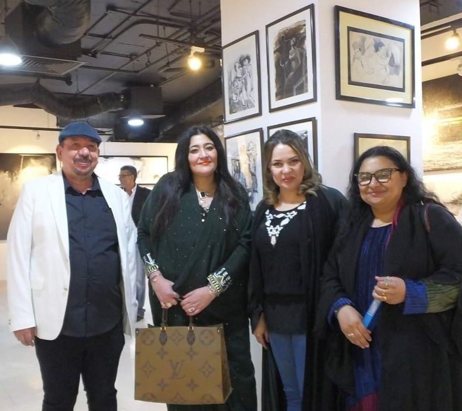 القنصل الأمريكي والفنانة شاليمار شربتلي يفتتحان معرض