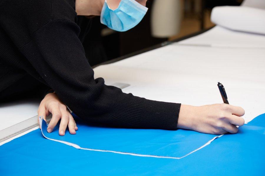 الشركة المصنّعة لمنتجات Carolina Herrera وبوريفيكاسيون غارسيا تصنع مواد طبية لمواجهة كورونا