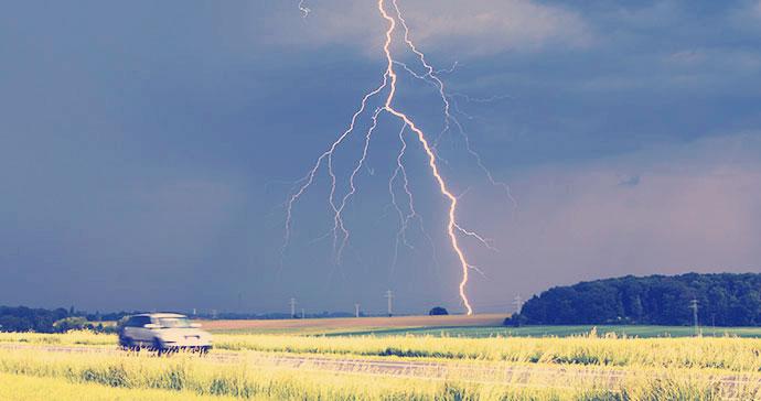 نصائح القيادة اثناء العواصف