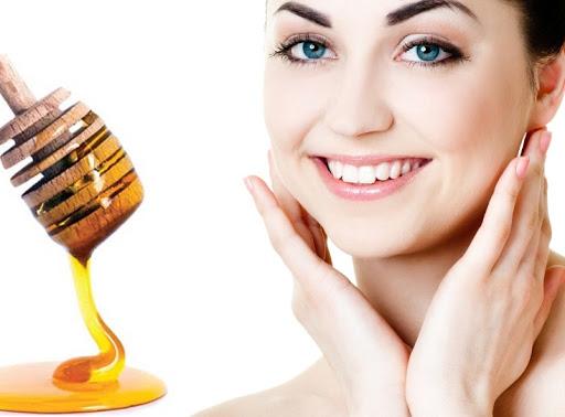 فوائد وماسكات العسل الطبيعي للبشرة
