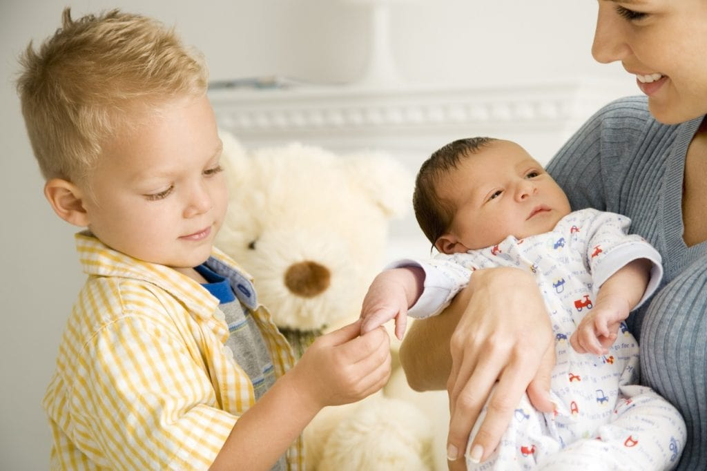 كيف تعلمين أطفالك على اتيكيت الطفل مبكرا