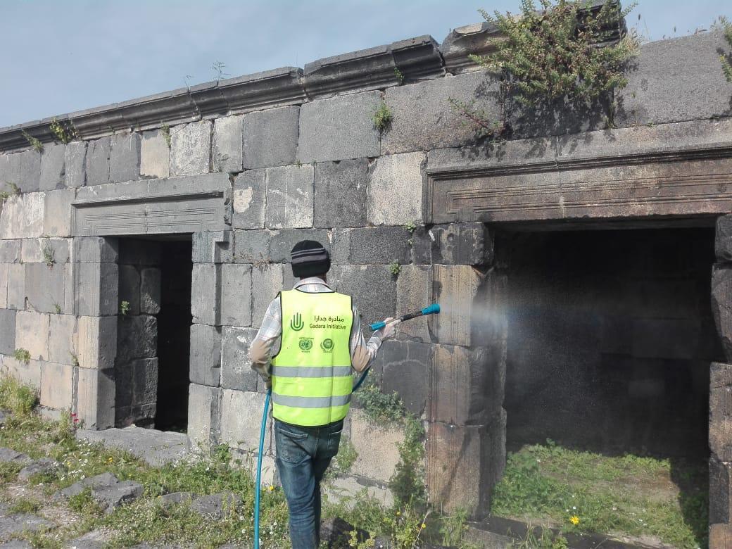 مبادرة جدارا وأيوباك تطلقان حملة لتعقيم المناطق الأثرية في أم قيس