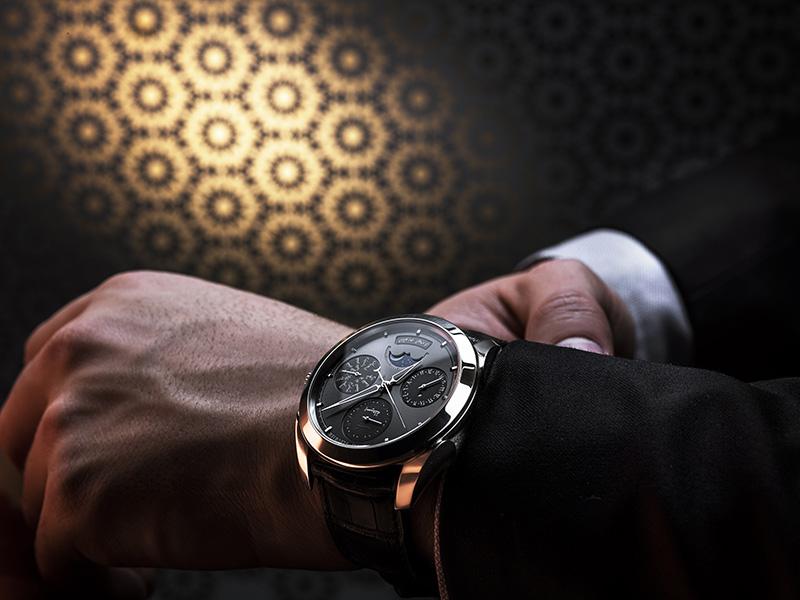 ساعة التقويم الهجري...إهداء برميجياني فلورييه للأمة الإسلامية