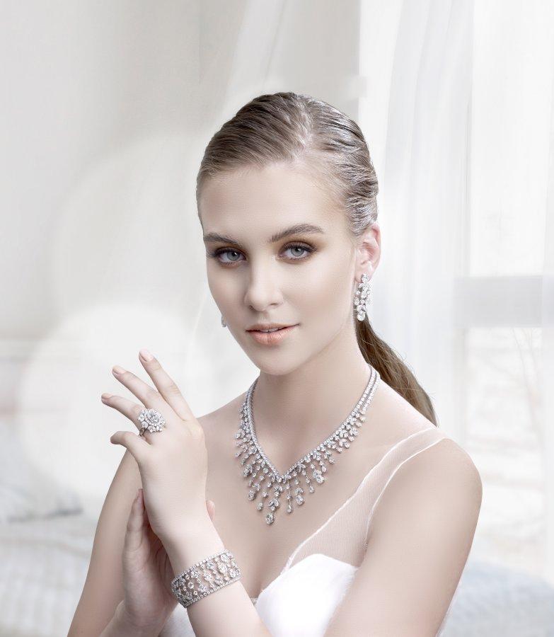 الذكريات تبقى مع مجوهرات معوّض أطقم مجوهرات استثنائية تليق بالعروس المميزة