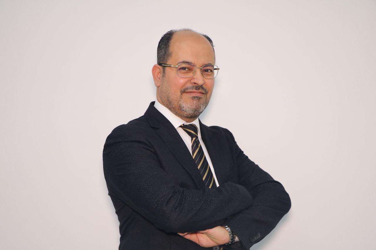 العمري : الإمارات تتميز في التعامل مع جائحة كورونا