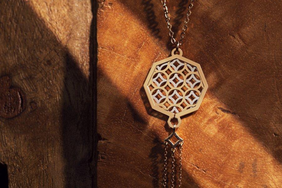 مجوهرات خلابة مع مجموعة