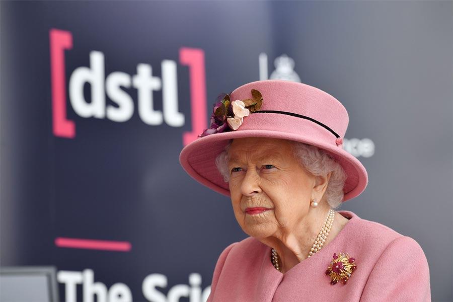 بالصور ملكة بريطانيا في مهمة رسمية مشتركة مع الأمير وليام
