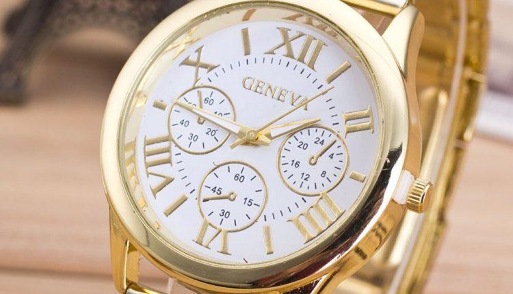 موديلات ساعات باللون الذهبي