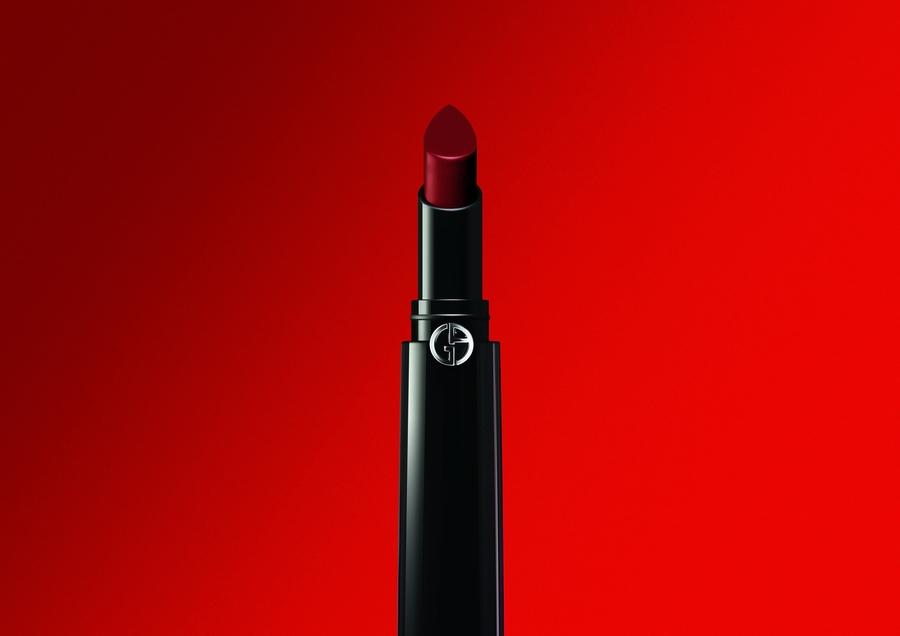 Giorgio Armani يكشف عن أحمر شفاه طويل الثبات بألوان مفعمة بالحيوية