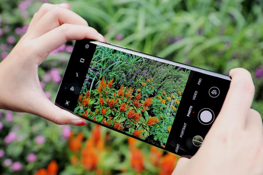 هاتف HUAWEI Mate 40 Pro يلبي احتياجات تدوين الفيديو