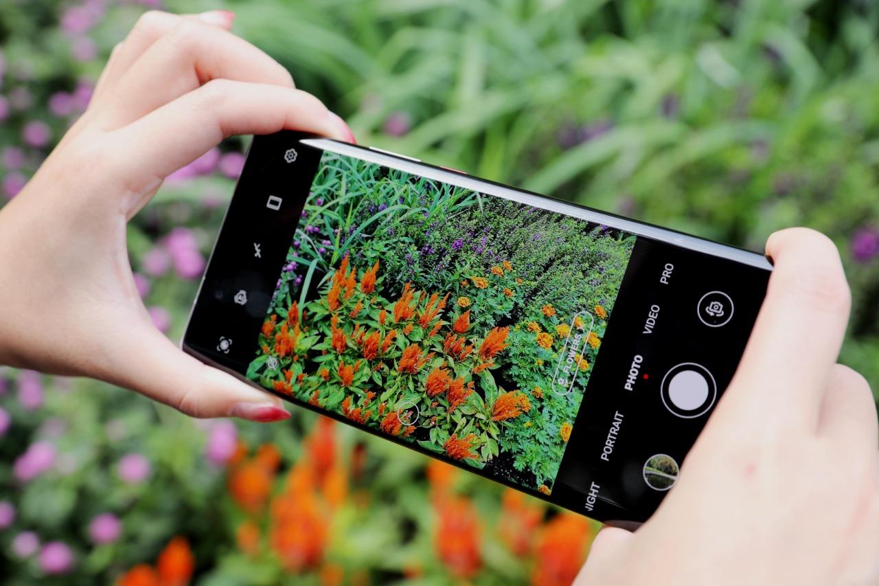 مقارنة بين هاتف HUAWEI Mate 40 Pro وهاتف Samsung Galaxy S21+