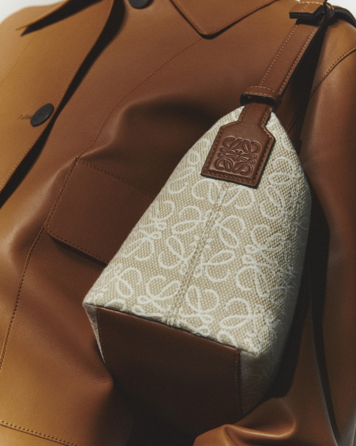 لويفي تطلق مجموعة جديدة من الحقائب بعنوان أناجرام جاكارد