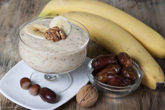 سموثي الموز والتمر