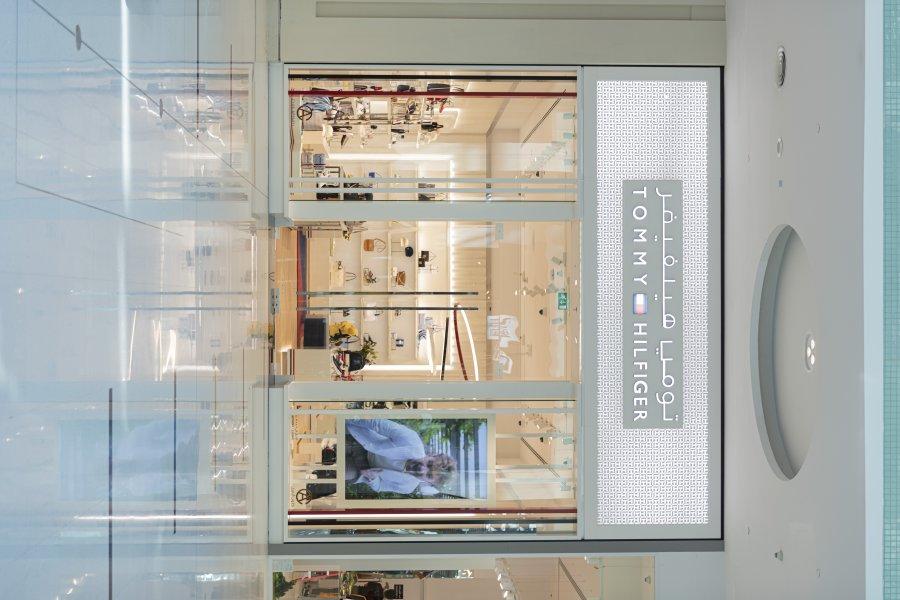 تومي هيلفيغر توسّع نطاق انتشارها في الإمارات بمتجر جديد في دبي