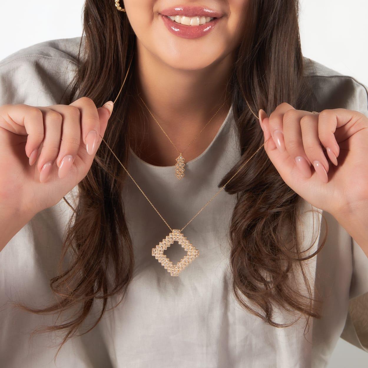 سمية بكار تطلق مجموعة مجوهراتها الجديدة