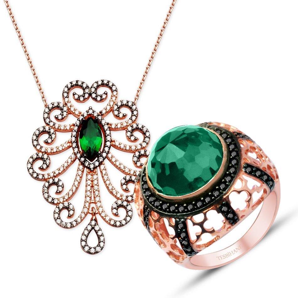 مجوهرات ناعمة من الزمرد