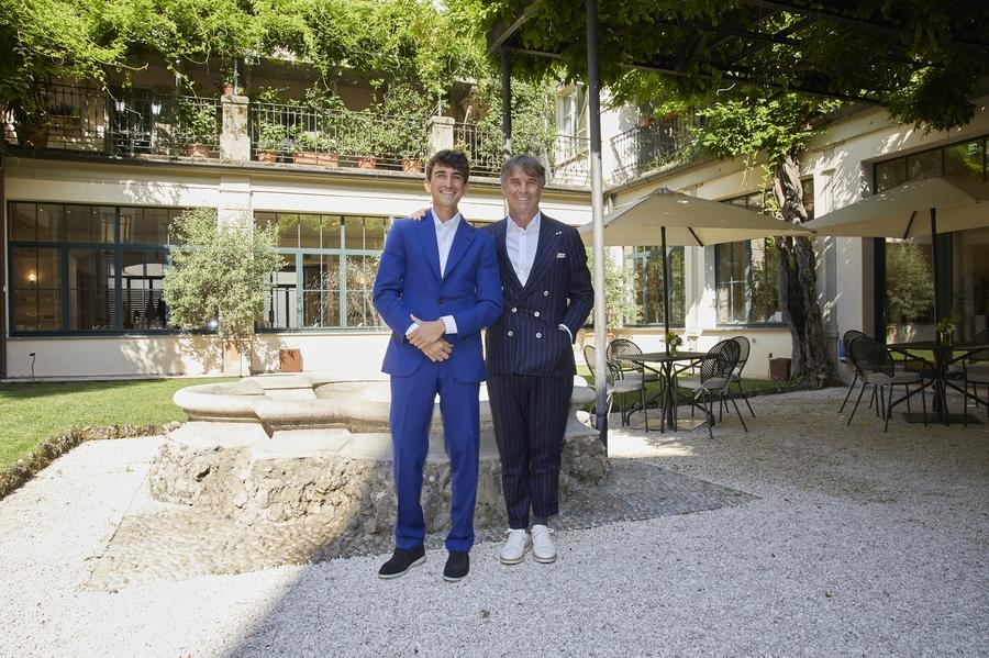 اتفاق برونيلّو كوتشينيللي وأوليفر بيبولز لإطلاق مجموعة من النظارات الشمسية
