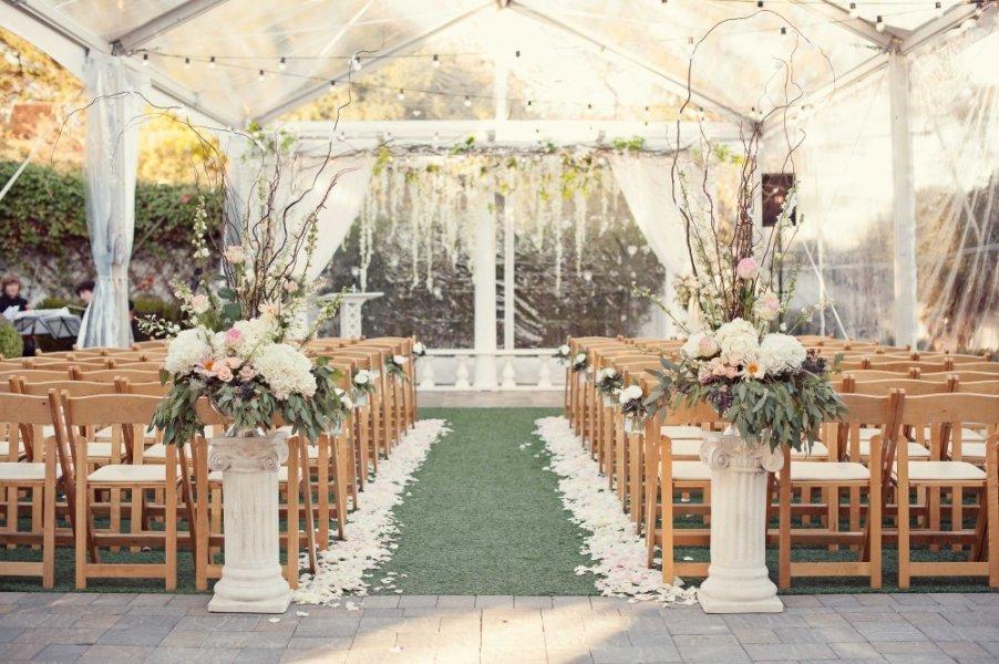 حفل زفاف في مكان مفتوح