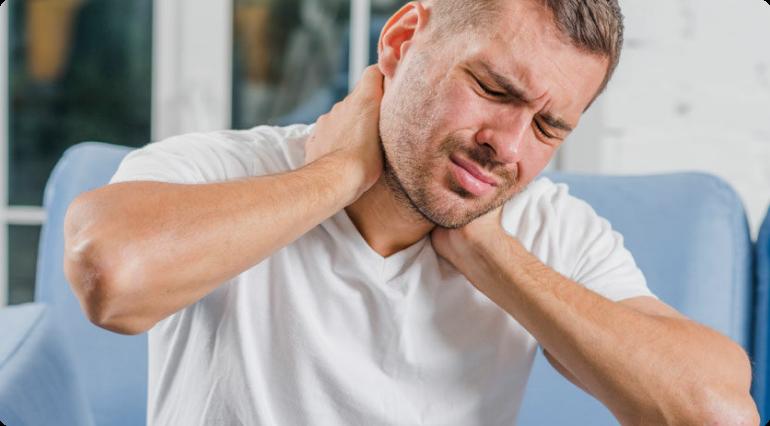 اعراض الشد العضلي في الرقبة