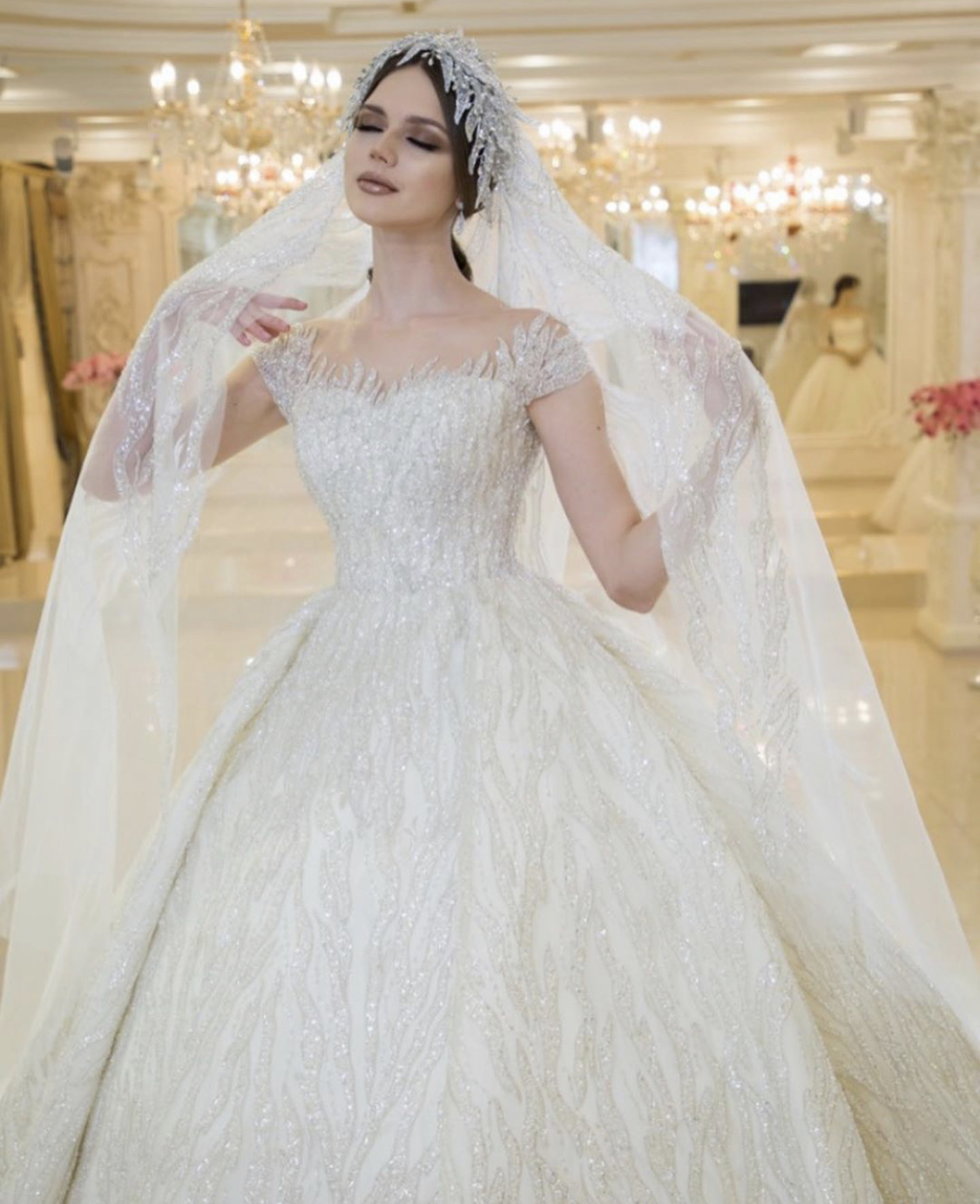 فساتين زفاف بأكمام قصيرة